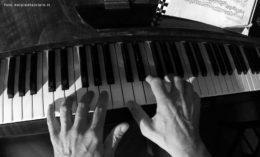 Le mie mani al pianoforte